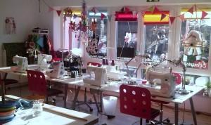 Mit Licht Farbe erfüllt ist die zauberhafte Elfenwerkstatt. Lassen Sie den Alltag draußen warten.