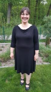 Eine der Montags - Damen in ihrem neuen Jersey - Kleid....