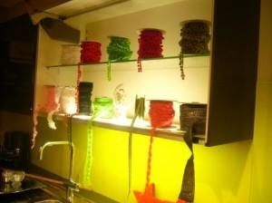 In dem beleuchteten Küchenschrank sahen die Bordüren auch sehr schön aus
