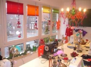 """Weihnachtlich geschmückt sieht es dann so aus. Hier können Sie beim """"konspirativen Weihnachtstreff"""" in aller Heimlichkeit Geschenke nähen....."""