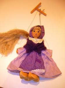 Es war einmal eine lila Hexe, ganz vergilbt und schüchtern...