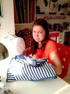 Jana hat sich eine tolle Sommer - Schultasche genäht